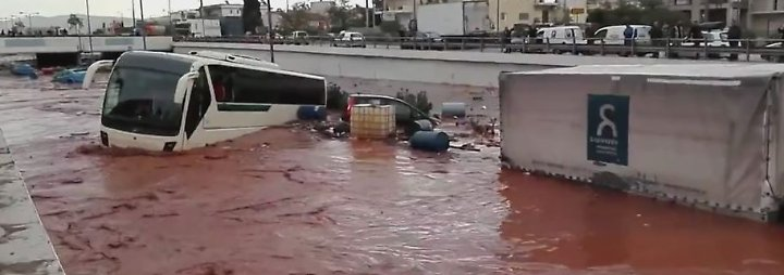Flutwelle überschwemmt Athener Vororte: 15 Menschen sterben bei Unwetter in Griechenland
