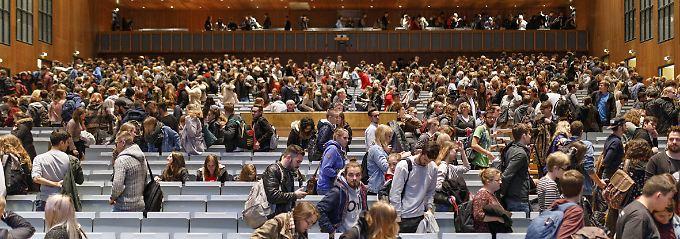 Nur etwa 1,5 Prozent aller deutschen Studiengänge schließen mit einem Diplom ab.