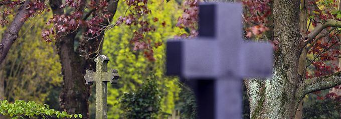 Auf den meisten Friedhöfen ist es Vorschrift, überhaupt einen Grabstein aufzustellen.