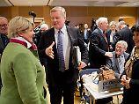 Die CDU ist mit ihrem Vorsitzenden Bernd Althusmann wieder in der Regierung in Niedersachsen - als Juniorpartner der SPD. Das segneten die Delegierten auf einem Parteitag in Hannover ab.