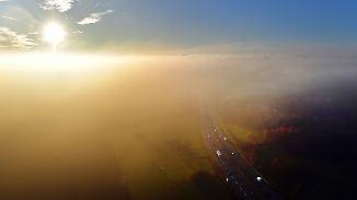 Regnerischer Tagesstart im Norden: Sonne vertreibt im Süden Nebelschwaden