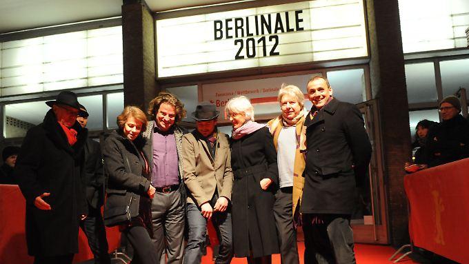 Jahrelang war Vossen (3.v.l.) auf der Überholspur unterwegs. 2012 posierte er mit seinem Siegerlächeln als Produzent auf der Berlinale.