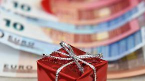Sonderzahlung vom Chef: Nicht nur Arbeitnehmer profitieren vom Weihnachtsgeld