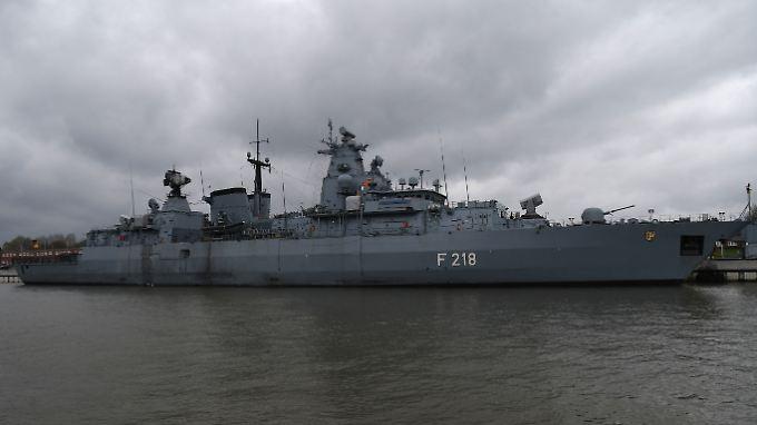 """Die """"Mecklenburg Vorpommern"""", hier in  Wilhelmshaven."""