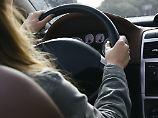 Stopp am Seitenstreifen: Mann setzt Ehefrau auf Autobahn aus