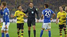 Die Nummer 20 hätte vom Platz gemusst: Deniz Aytekin und Schalkes Thilo Kehrer.