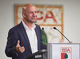 Regeln sind für alle da - oder?: Augsburg-Boss stellt Leipzigs Lizenz in Frage