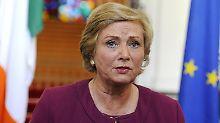 Seit Tagen wurde die irische Vize-Regierungschefin Frances Fitzgerald gedrängt, zurückzutreten. Nun hat sie sich offenbar dazu bereit erklärt.