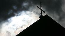 Katholische Klinik feuert Arzt: Ist die Wiederheirat ein Kündigungsgrund?