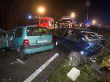 Sechs Autos krachen ineinander: Unfallfahrer flüchtet nach Karambolage