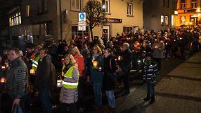 Messerattacke war fremdenfeindliche Tat: Bürger von Altena setzen Zeichen gegen Hass