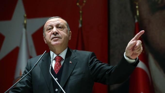 Über 50.000 mutmaßliche Anhänger der Gülen-Bewegung hat Erdogan seit dem Putsch bereits verhaften lassen.