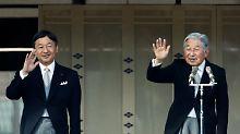 Japans Kaiser Akihito dankt ab - und übergibt den Thron an seinen Sohn Naruhito (l.).