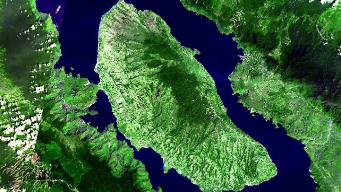 Satellitenaufnahme des Supervulkans Toba und seines Kratersees auf der indonesischen Insel Sumatra. Die letzte Supereruption des Vulkans ist 75.000 Jahre her.