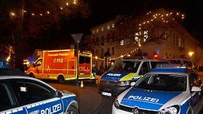 Weihnachtsmarkt evakuiert: Polizei zerschießt verdächtiges Paket in Potsdam