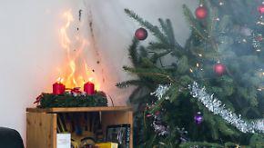 Feuerwehr mahnt zur Vorsicht: Wenn Adventskranz & Co. in Flammen aufgehen