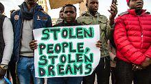 Flüchtlinge sitzen fest: Deutschland leistet zusätzlich Libyen-Hilfe