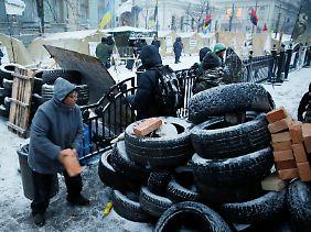 Wie vor vier Jahren: Zeltlager und Barrikade in Kiew.