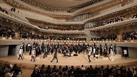 Chanel-Modenschau in Hamburg: Lagerfeld verwandelt Elbphilharmonie in Laufsteg