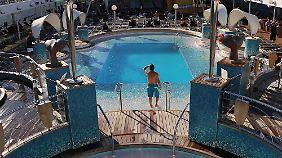 Mehrere Pools - mit Salzwasser - laden zum Baden ein.
