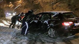 Freude bei den Skifahrern: Wintereinbruch sorgt für Glätte auf den Straßen