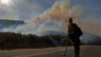 Waldbrände in Kalifornien: Feuerwehr kann keine Entwarnung geben