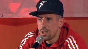 """""""Alles okay, mein Freund?"""": Franck Ribéry amüsiert sich mit """"nervösem"""" Fan"""