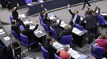 Antrag zur Flüchtlingspolitik: Parteien fetzen sich mit AfD
