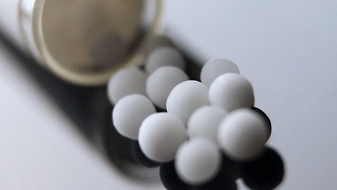 Globuli, die in der Homöopathie eingesetzt werden, besitzen nach wissenschaftlichem Standard keine Wirkung.