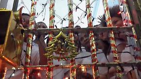 Kaum zu glauben, aber wahr: Frauenknast feiert Weihnachten hinter geschmückten Gittern