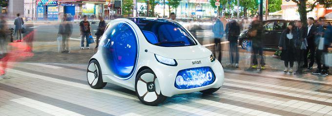 In Japan probiert sich der Smart Vision EQ in seiner Funktion als Robotaxi.