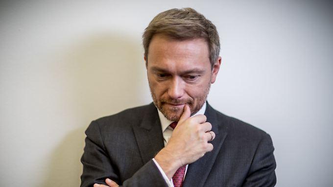 FDP-Chef Lindner wollte mit dem Abbruch der Sondierungen Standhaftigkeit beweisen. Vorerst fällt ihm diese Entscheidung auf die Füße.