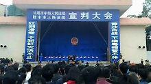 Schauprozess im Sportstadion: Zehn Chinesen in Lufeng zum Tode verurteilt
