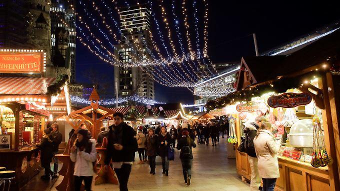 Der Weihnachtsmarkt an der Gedächtniskirche knapp ein Jahr nach dem Terroranschlag.