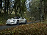 Noch kann der Renault Symbioz nicht selbständig durch herbstliche Landschaften fahren. Aber lange wird es nicht mehr dauern.