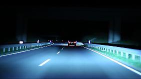 Der Fernlich-Assistent sorgt dafür, dass niemand geblendet wird und immer ausreichend Licht für den Fahrer da ist.