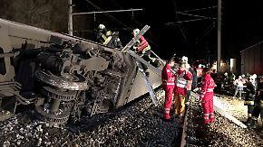 Kollisionen mit Zug und Prellbock: Verletzte bei Bahnunglücken in Österreich und Spanien