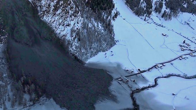 Weihnachtswunder in Tirol: Massiver Felssturz verfehlt Gemeinde um Haaresbreite