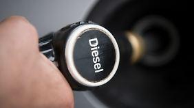 Auch die Subventionierung des Diesel-Kraftstoffs wird inzwischen in Frage gestellt.