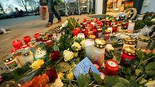 Kerzen zum Gedenken an die getötete 15-Jährige.