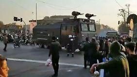 Zwei Tote bei Zusammenstößen: Proteste im Iran wenden sich gegen die Regierung