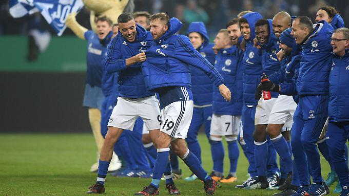 Die Schalker feiern - im unglaublichen Traum von Ben Redelings sogar die Meisterschaft.