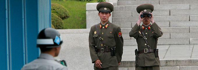 Alltag an der innerkoreanischen Grenze in der demilitarisierten Zone bei Panmunjom: Hier stehen sich nord- und südkoreanische Soldaten unmittelbar gegenüber.