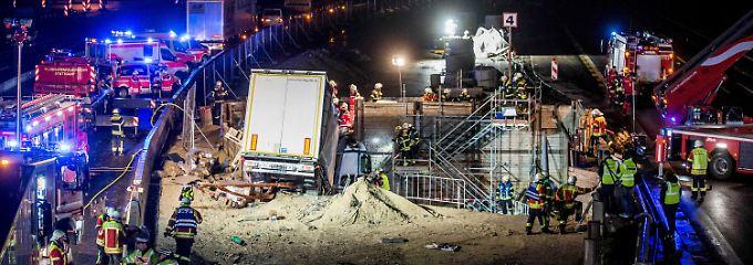 Mehrstündige Rettungsaktion: Lkw kracht in S21-Tunnelbaustelle auf A8