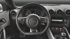 Analog und dennoch schick, das Cockpit des Audi TT.