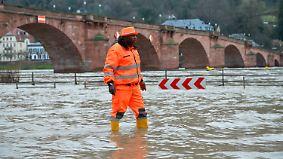 Schlammlawinen und Dauerregen: Hochwasser hält Süddeutschland in Atem