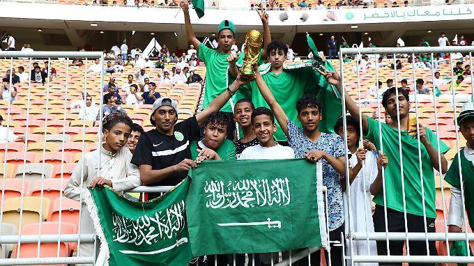 Bald Vergangenheit? In diesem Stadion in Saudi-Arabien sind ausschließlich männliche Fans zu sehen.