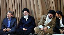 Ayatollah Mahmud Schahrudi (2.v.l.) soll für zahlreiche Todesurteile im Iran verantwortlich sein.