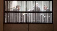 Was passiert hinter den Fenstern des Willy-Brandt-Hauses? Deutschland wartet auf seine Regierung.
