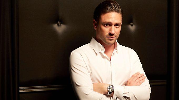 Der neue Bachelor, Daniel Völz, lässt nix anbrennen. Schon gar keine heißen Ladies.